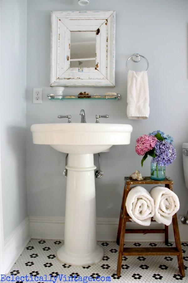 Repurposed Ladder Bathroom Storage