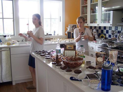 DIY Wedding Cupcakes: Behind the Scenes