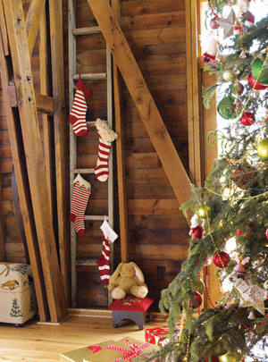 Ideas for Holiday Mantels & Stockings