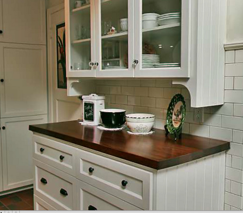 Paint kitchen cabinets antique white for Antique white kitchen cabinets