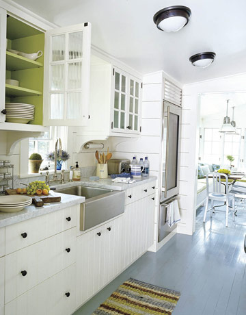 White kitchens i love 5 take away tips the inspired room for Beautiful white kitchen designs