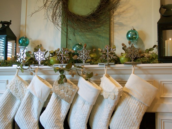 inspired christmas mantel & stockings