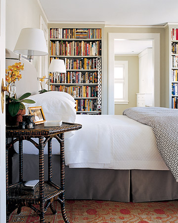 Bookshelves In Bedroom: how to store books in a small bedroom