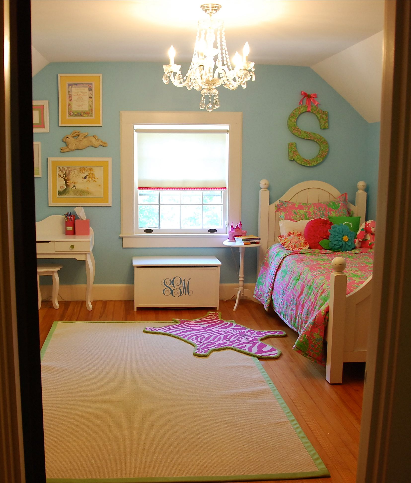 Bright and Cheerful Girl's Room {Felt So Cute}