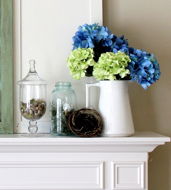 Spring mantel - How to decorate with spring flowers ...