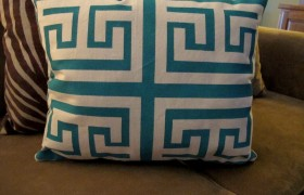 DIY Screen Printed Pillow {The Creativity Exchange}
