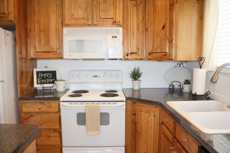DIY Beadboard Backsplash Makeover {Country Girl Home} - The Inspired ...