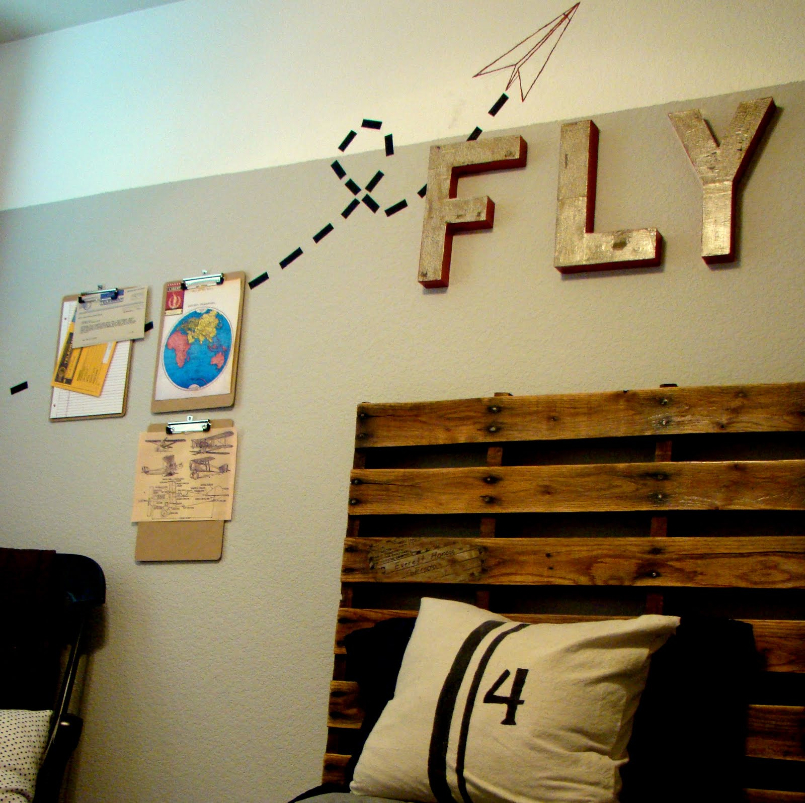 DIY Pallet Headboard {Too Much Time On My Hands}