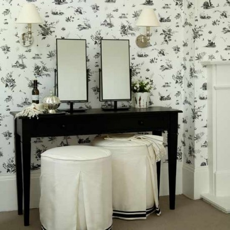 Using Dark Paint Colors to Add Contrast and Personality to Your Decor!