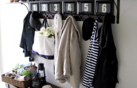 A Charming & Organized Entryway {Home Remedies}
