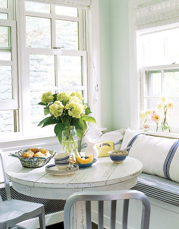 Inspiration 10 lovely window seats the inspired room for Small dining area solutions