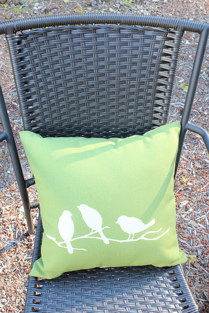 outdoor-bird-pillow
