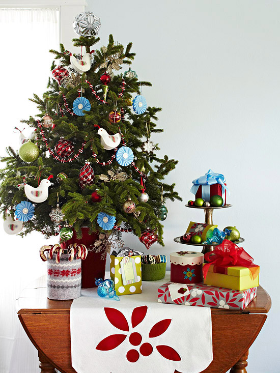 Small festive christmas trees ideas for christmas for Small christmas decorations