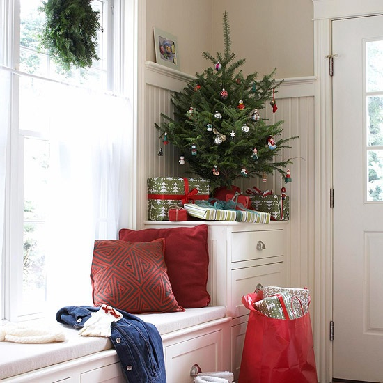 small festive christmas trees ideas for christmas decorating - Christmas Decorations For Small Trees