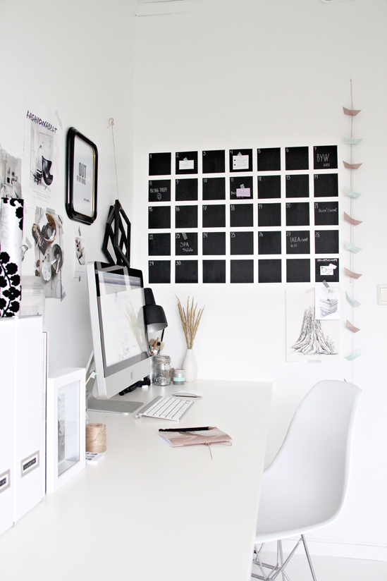 Organize your home office with a diy chalkboard calendar {stylizimo}