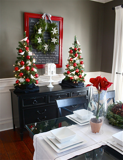 Christmas Dining Room {The Yellow Cape Cod}