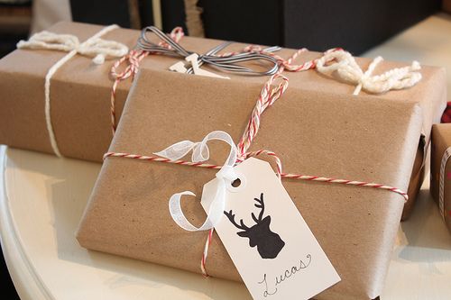 christmas gift wrapping, deer sillhouette tag