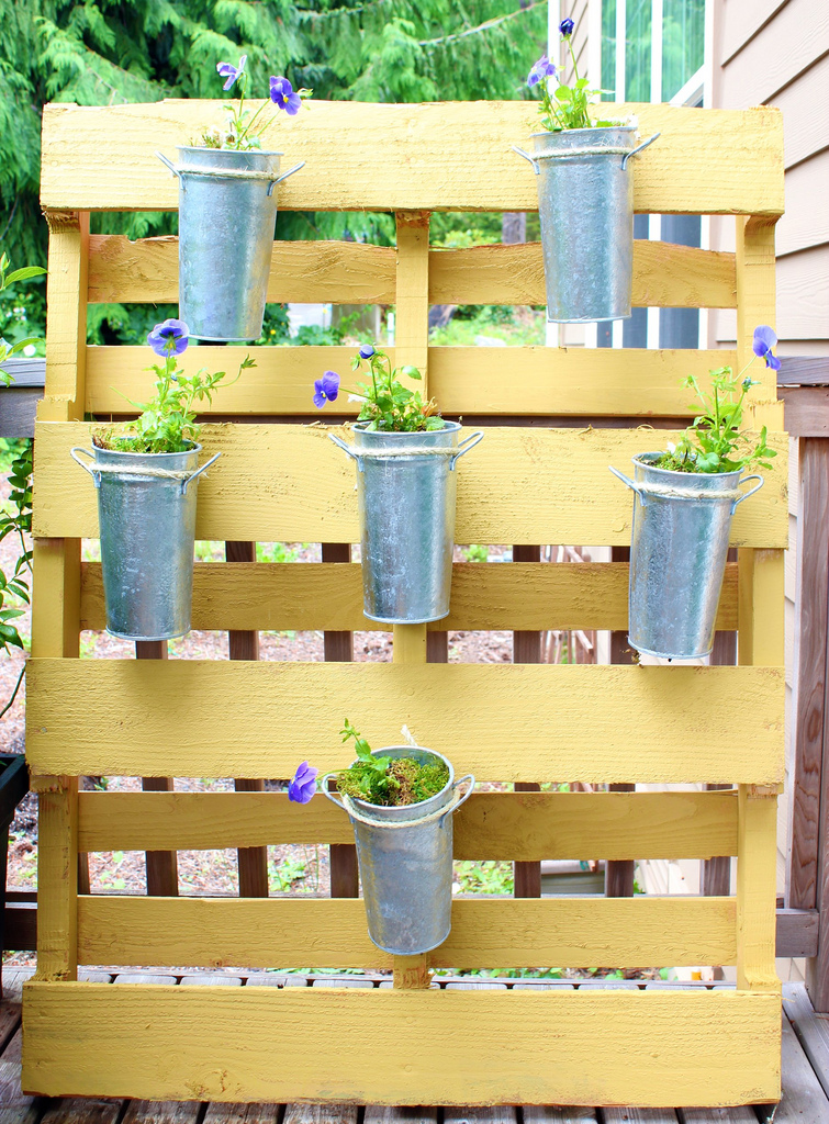 small space garden, yellow pallet garden, easy gardening