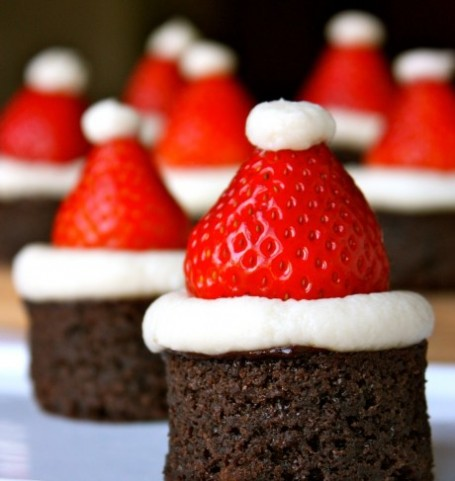 DIY: Christmas Party Dessert Santa Hat Treats