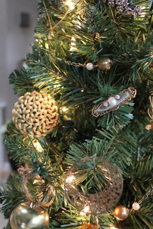 O Christmas Tree {Heirloom Jewelry Christmas Tree}