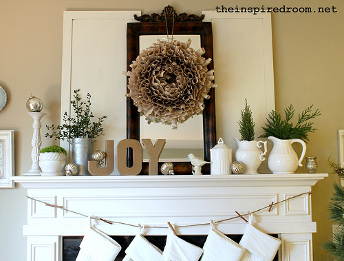 white-christmas-mantel-idea-joy