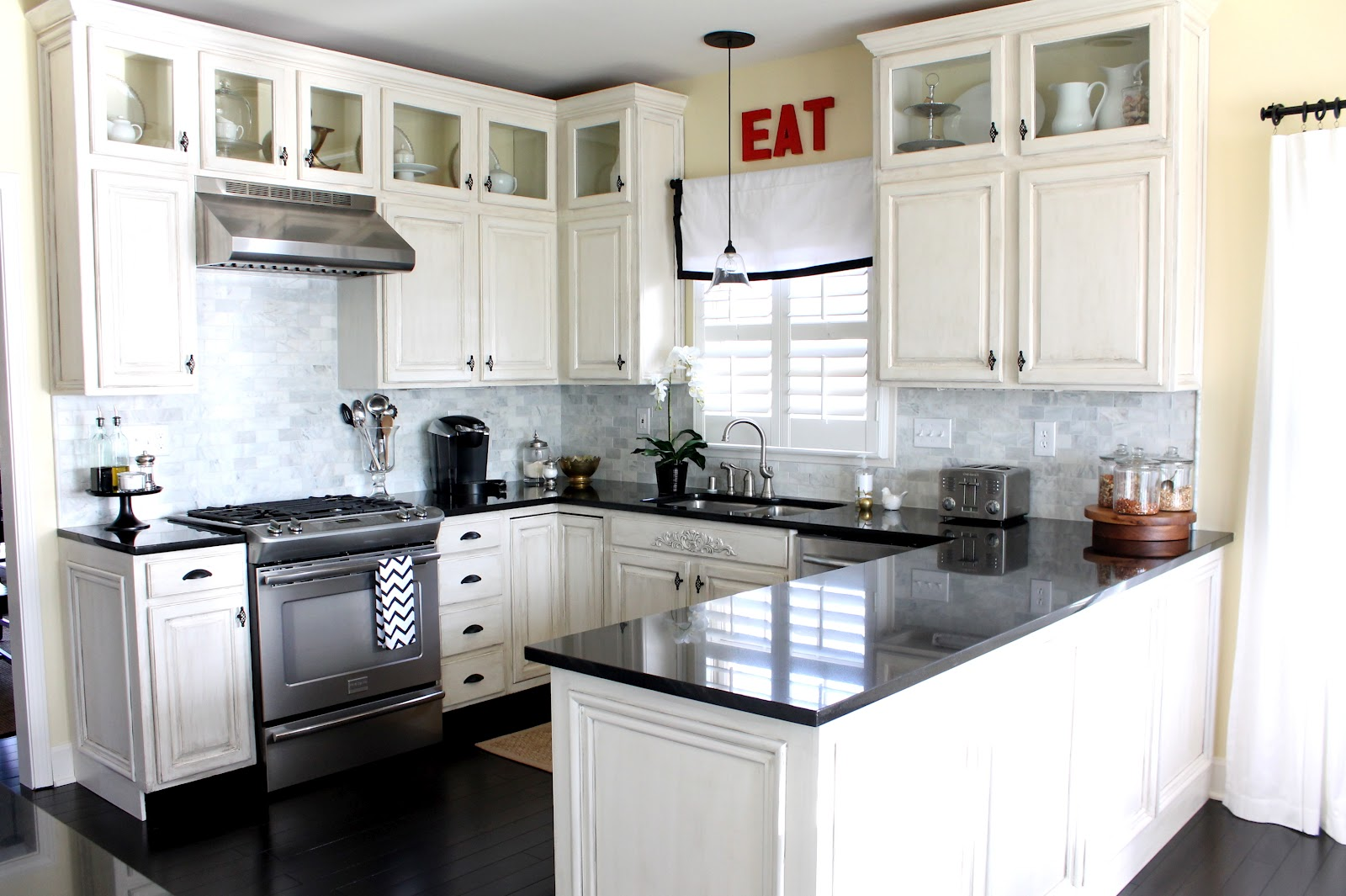 Small White Kitchen Cabinets Design