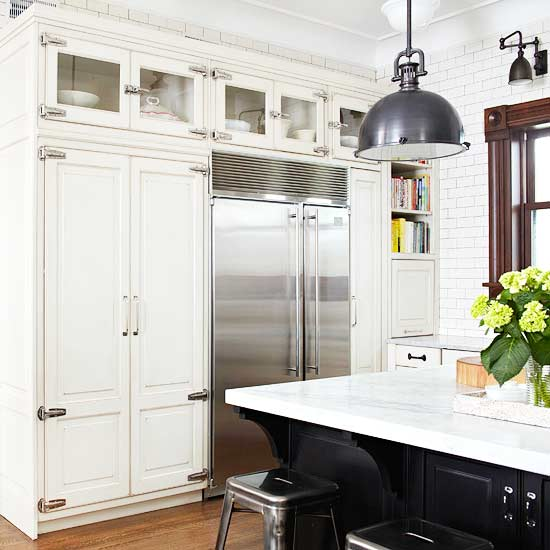 Stunning Kitchen Designs With Two Toned Cabinets: Subway Tile