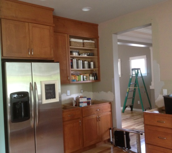 Filling in that space above the kitchen cabinets - What to do with the space above kitchen cabinets ...