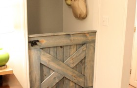 DIY Barn Door Baby Gate  {Remodelaholic}