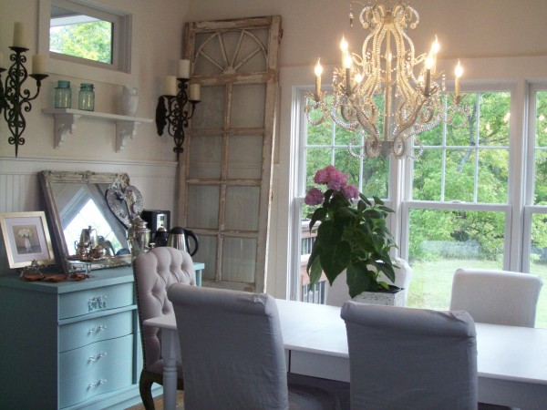 Home Tour: A Peek Inside a Blog Reader's Charming House!