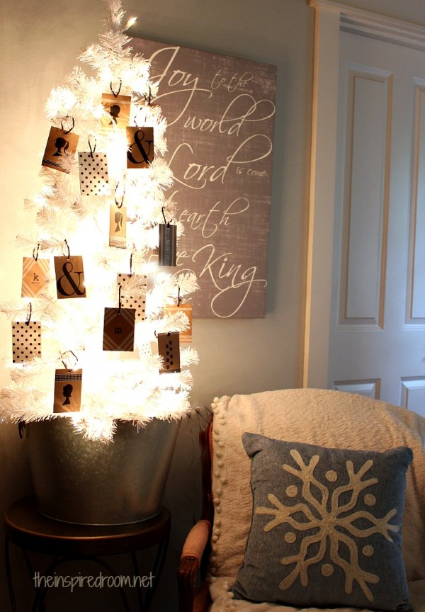 Black & White Christmas Tree {DIY Silhouette & Washi Tape Gift Tag Ornaments}
