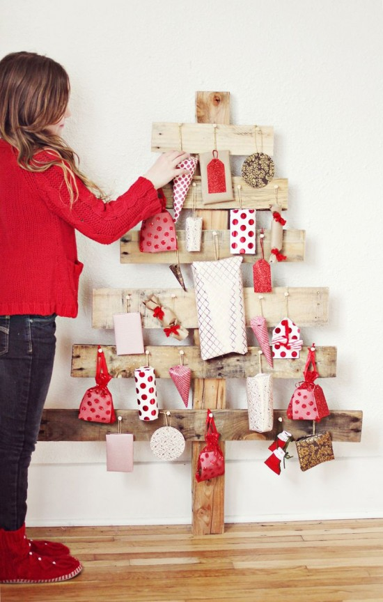DIY Advent Christmas Tree from a Pallet {A Beautiful Mess}