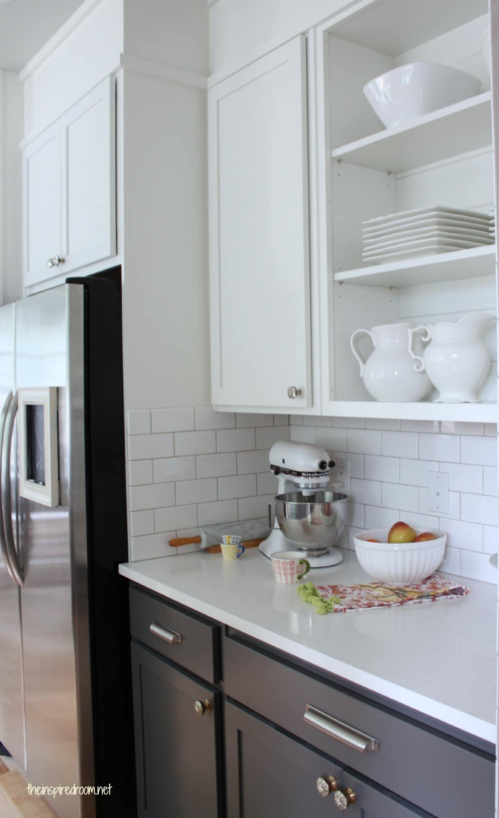 Modern painted kitchen cabinet with white appliances for Upper kitchen cupboards