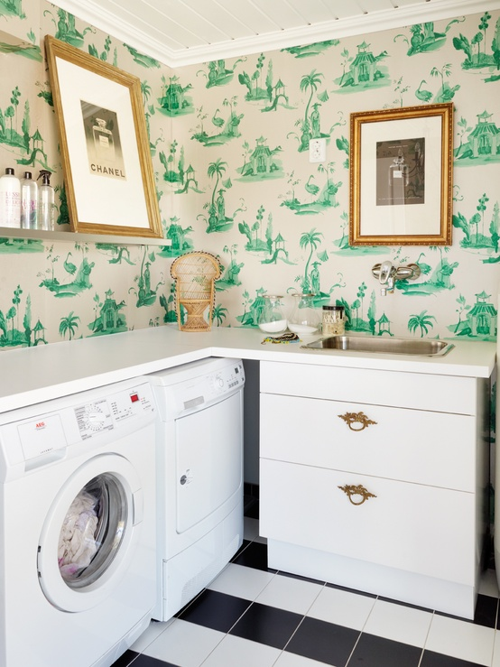 Green-Toile-Wallpaper-in-Laundry-Room