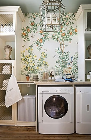 Pretty-Laundry-Room-Floral-Wallpaper