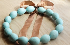 speckled eggg easter wreath
