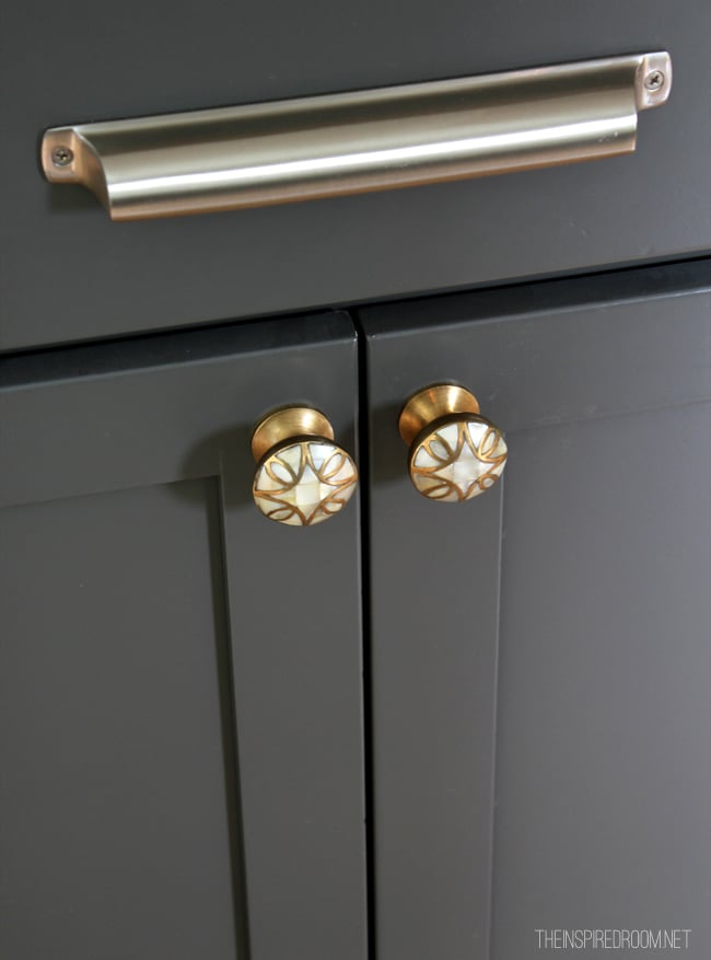 Mixing Pulls And Knobs On Kitchen Cabinets