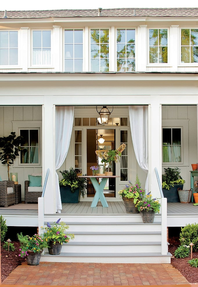 Dream porch farmhouse style the inspired room for Side porch designs