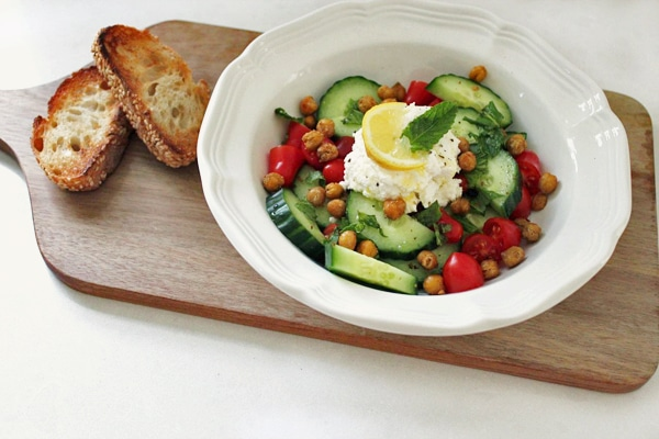 delicious summer salad recipe with roasted chickpeas