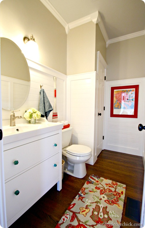 Powder Room Makeover {Thrifty Decor Chick}