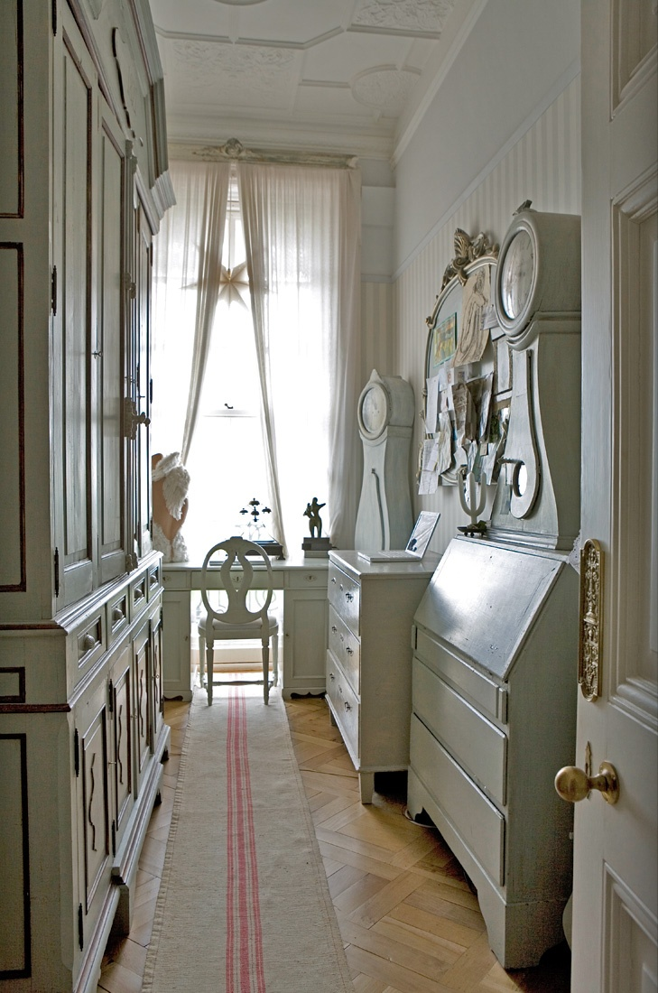 Hallway Kitchen Design Ideas ~ Making the most of hallways entries small rooms