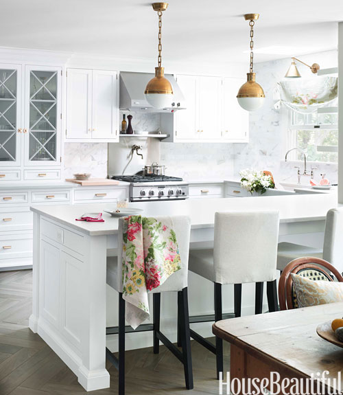 10 Beautiful White Beach House Kitchens: Beautiful White And Gray Kitchen