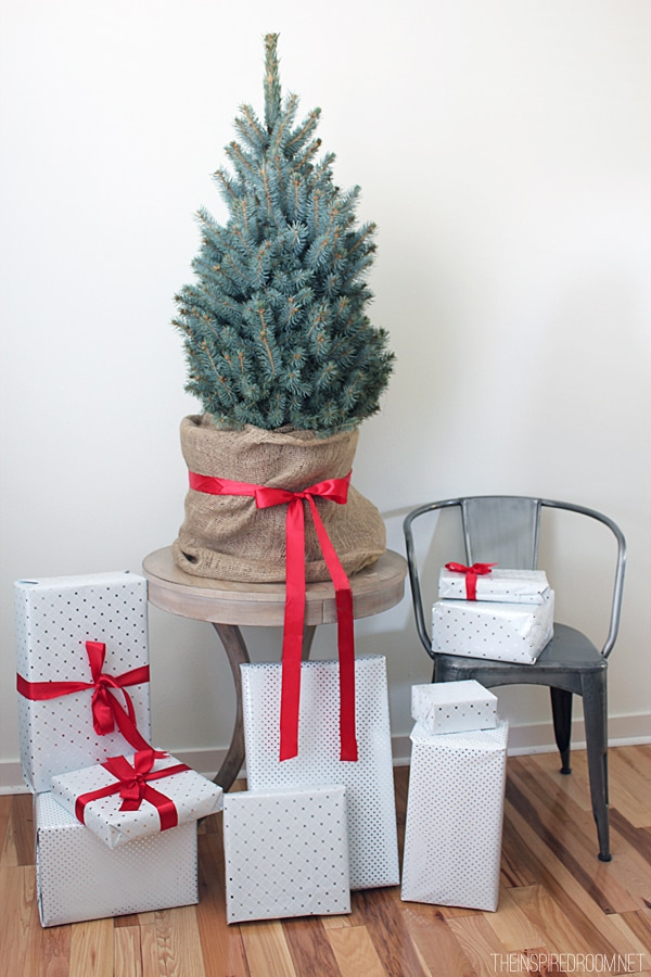 small-tree-with-presents