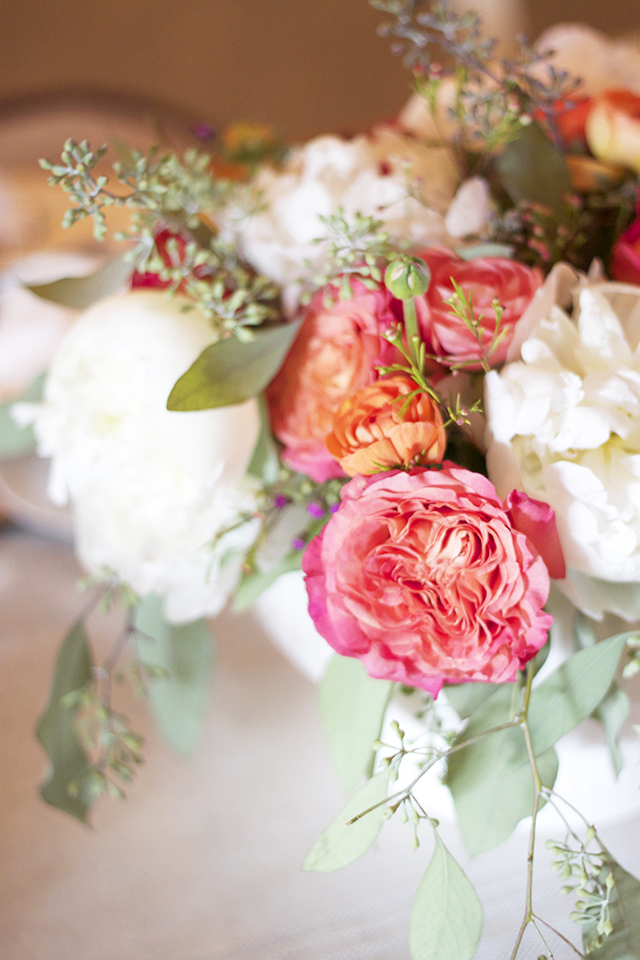 How to Arrange Flowers for a Centerpiece {Easy Tip!}