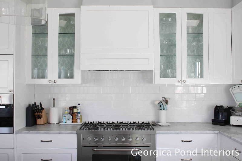 pretty white kitchen - georgica pond