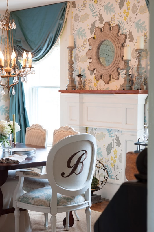 {Dreamy} Charming Cottage Dining Room