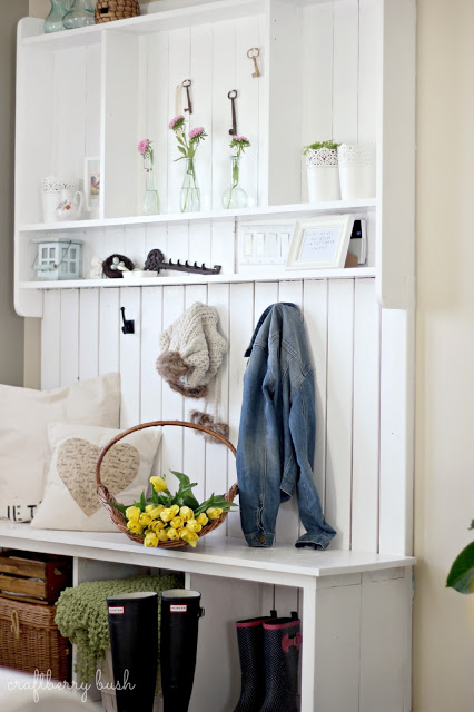 Pretty Entry Mudroom Bench