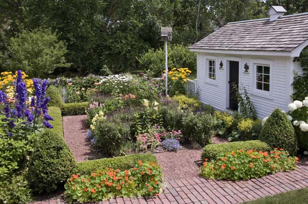 Cottage Garden and Garden House Traditional Home