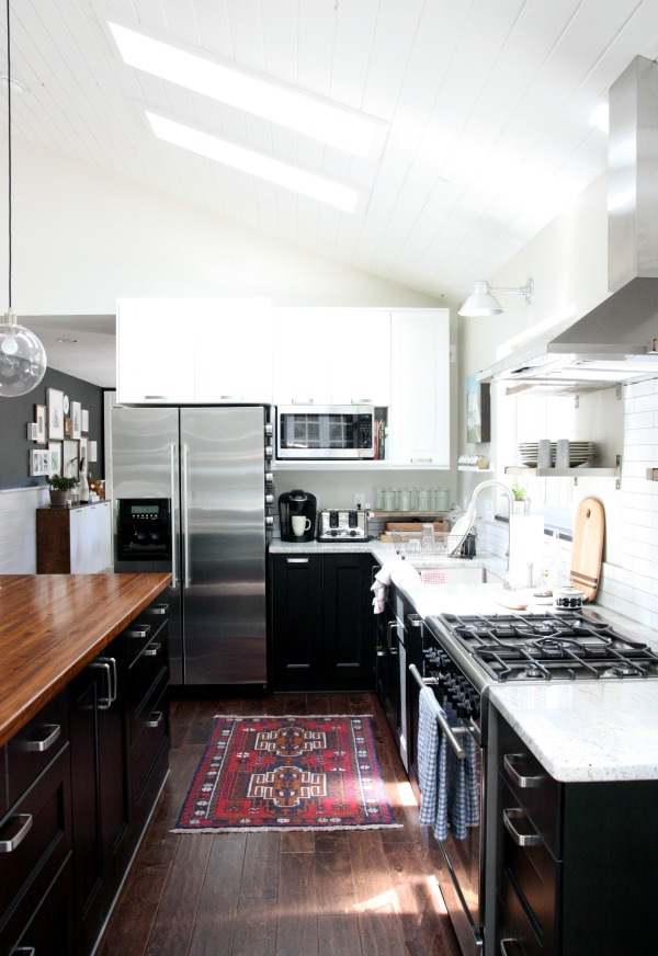 Black and White Kitchen {House Tweaking}