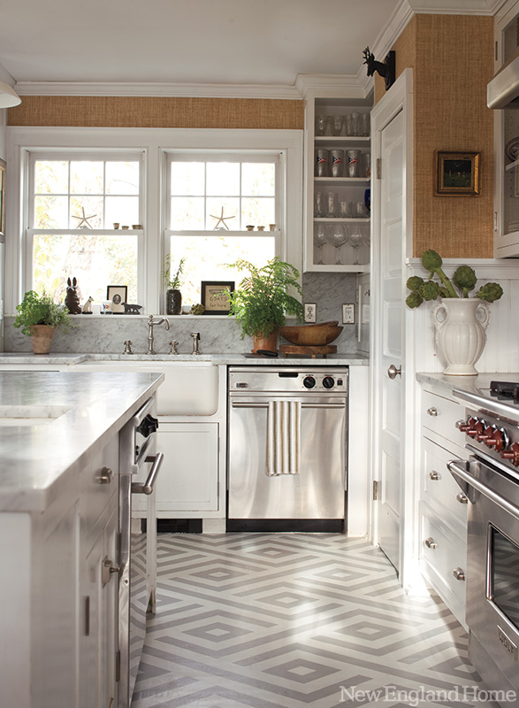 Patterned Floors and Grasscloth in the Kitchen